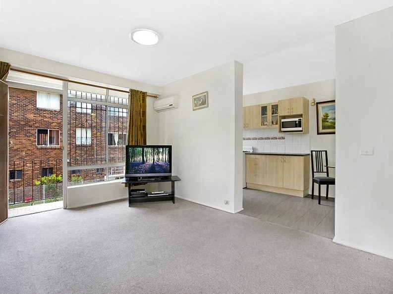Two bedroom apartment in convenient location