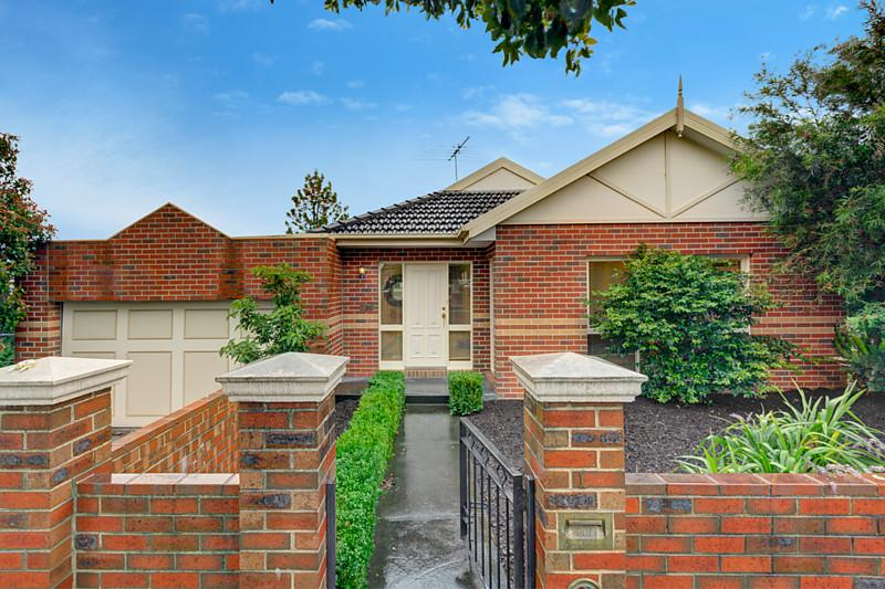http://assets.boxdice.com.au/domainandco/attachments/1c4/b06/26_renown_street_burwood_vic_3125_real_estate_photo_1_large_6361521.jpg?b514133fc5f88f0bf480c0e7001cac4a