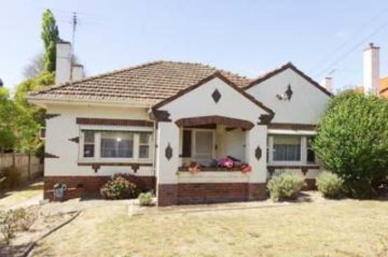 http://assets.boxdice.com.au/domainandco/attachments/623/68f/71_albion_road_ashburton_vic_3147_real_estate_photo_1_large_194283.jpg?85b092176ccdf1c86a00f8b19a120965