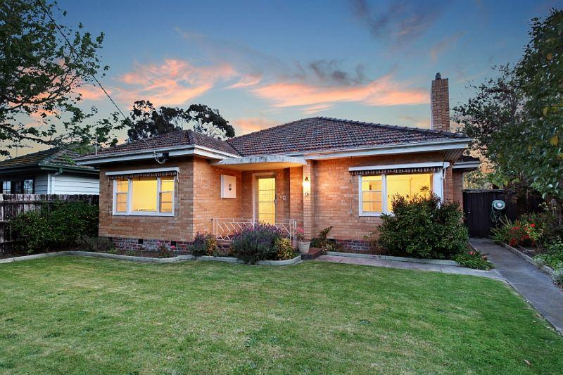 http://assets.boxdice.com.au/domainandco/attachments/6f2/726/16_gowrie_street_bentleigh_east_vic_3165_real_estate_photo_1_large_7844322.jpg?7eb319d64dbf1b5514a5f1048a7bb464