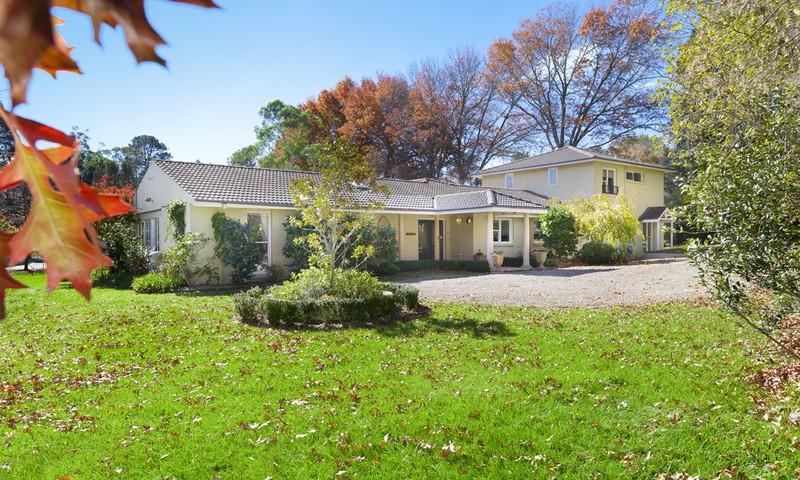 http://assets.boxdice.com.au/duncan_hill_property/listings/1226/064ba321.jpg?crop=800x480