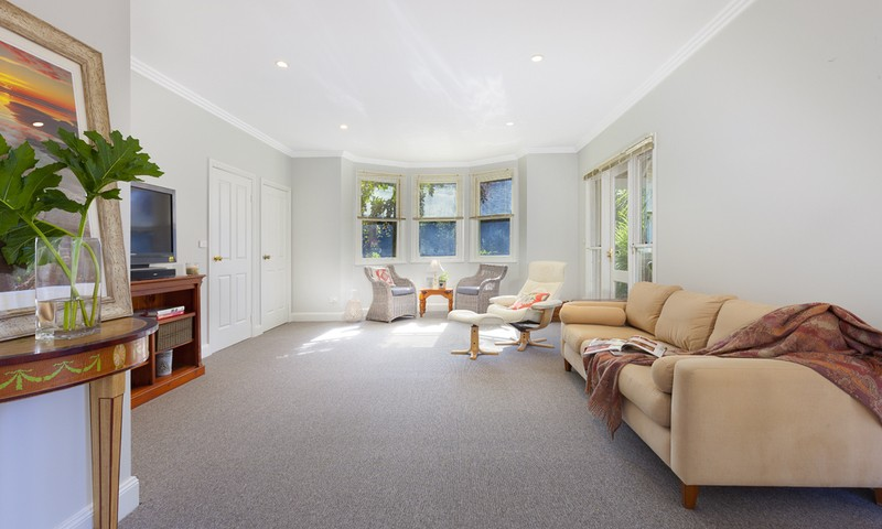 http://assets.boxdice.com.au/duncan_hill_property/listings/1226/82d1084f.jpg?crop=800x480