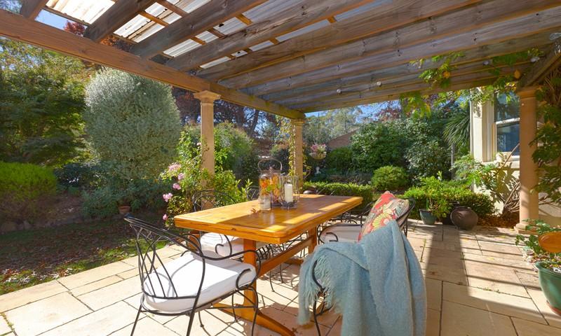 http://assets.boxdice.com.au/duncan_hill_property/listings/1226/c72731e3.jpg?crop=800x480