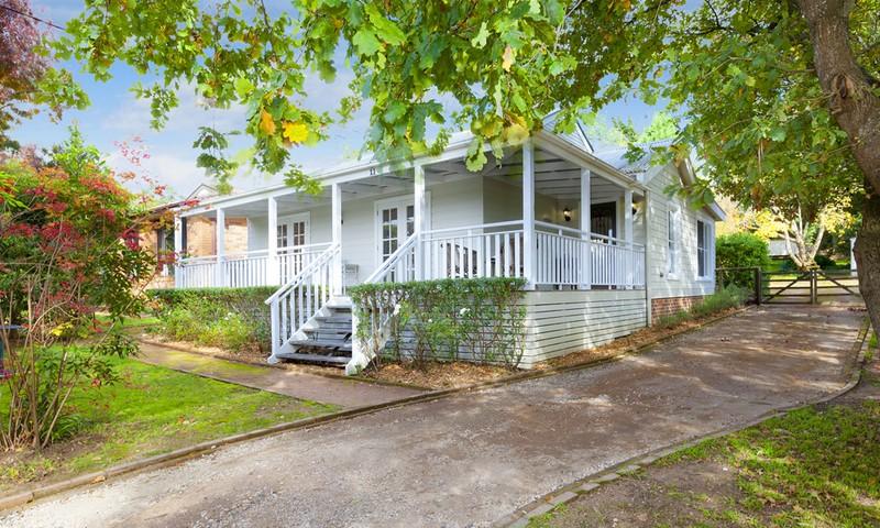 http://assets.boxdice.com.au/duncan_hill_property/listings/1294/1161c4d6.jpg?crop=800x480