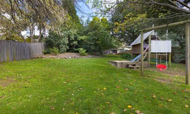 http://assets.boxdice.com.au/duncan_hill_property/listings/1294/c1054ef2.jpg?crop=800x480