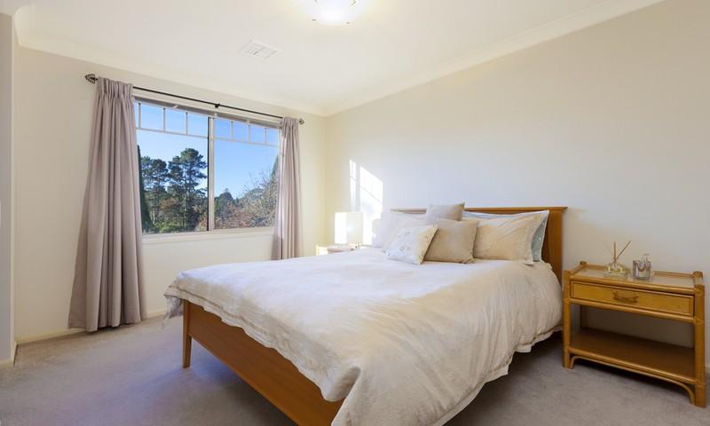 http://assets.boxdice.com.au/duncan_hill_property/listings/1305/67696d31.jpg?crop=800x480