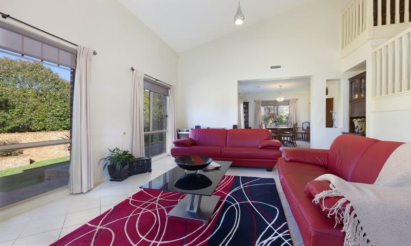 http://assets.boxdice.com.au/duncan_hill_property/listings/1305/74c871d3.jpg?crop=800x480