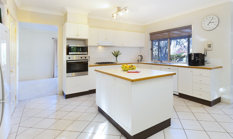 http://assets.boxdice.com.au/duncan_hill_property/listings/1305/976d7247.jpg?crop=800x480