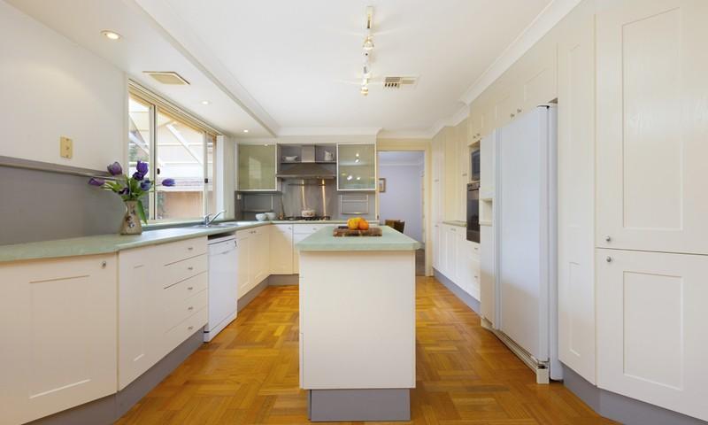 http://assets.boxdice.com.au/duncan_hill_property/listings/1359/0963b393.jpg?crop=800x480