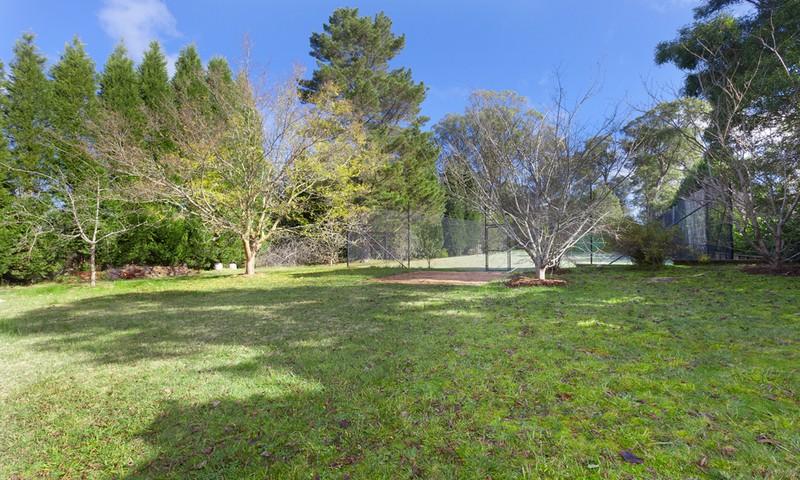 http://assets.boxdice.com.au/duncan_hill_property/listings/1359/318841fe.jpg?crop=800x480