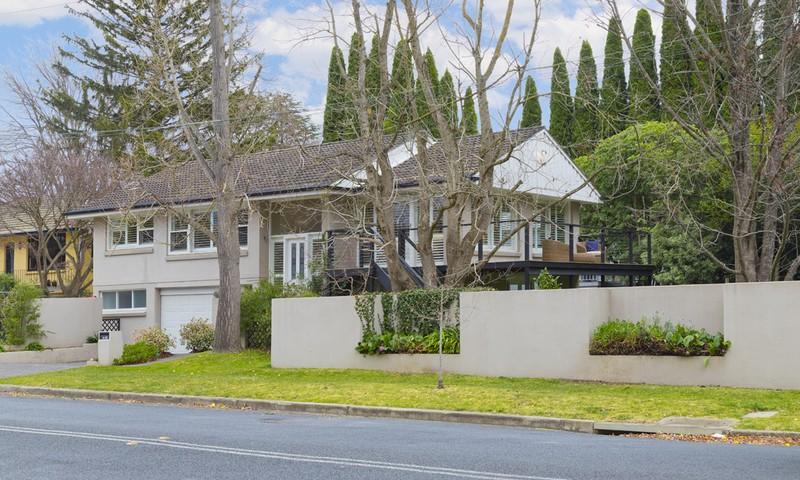 http://assets.boxdice.com.au/duncan_hill_property/listings/1482/3170ad5f.jpg?crop=800x480