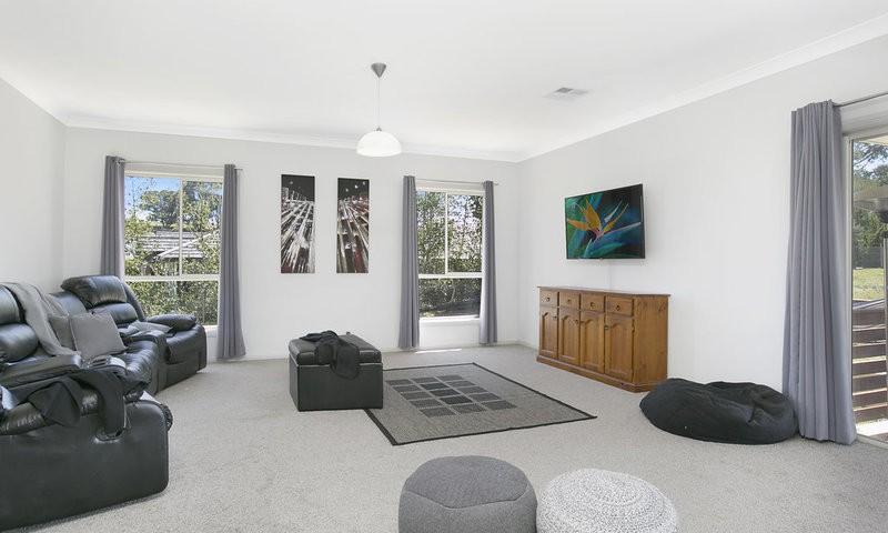 http://assets.boxdice.com.au/duncan_hill_property/listings/1560/770a4a5f.jpg?crop=800x480