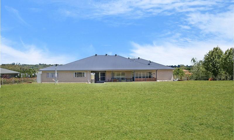 http://assets.boxdice.com.au/duncan_hill_property/listings/1560/d8940a17.jpg?crop=800x480