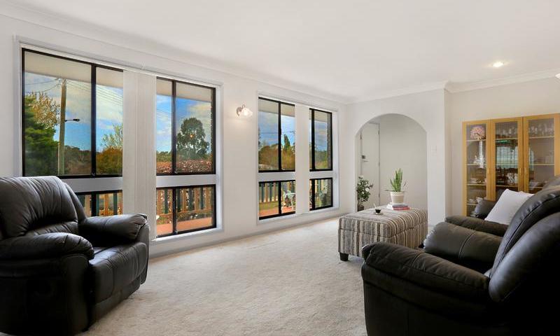 http://assets.boxdice.com.au/duncan_hill_property/listings/1561/A.1507793430.jpg?crop=800x480