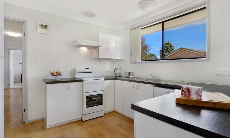 http://assets.boxdice.com.au/duncan_hill_property/listings/1561/B.1507793430.jpg?crop=800x480