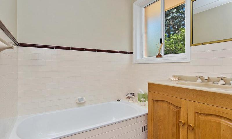 http://assets.boxdice.com.au/duncan_hill_property/listings/1574/J.1507793440.jpg?crop=800x480