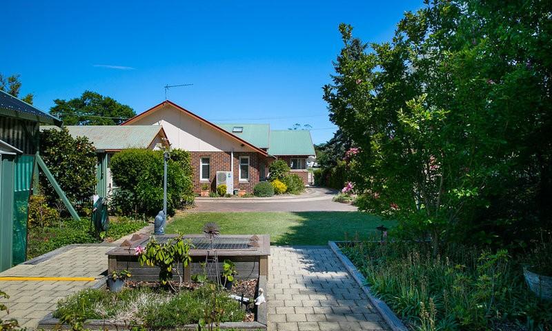 http://assets.boxdice.com.au/duncan_hill_property/listings/1577/df74a2e9.jpg?crop=800x480