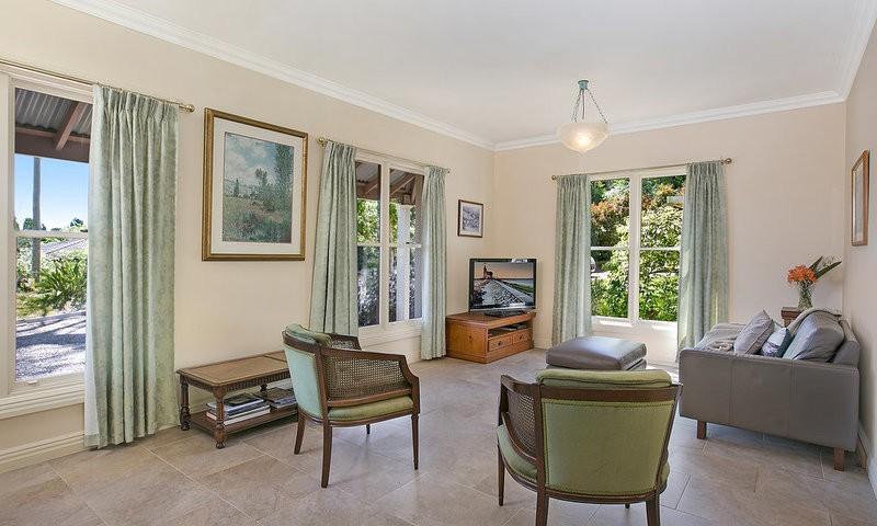 http://assets.boxdice.com.au/duncan_hill_property/listings/1596/2c47423b.jpg?crop=800x480