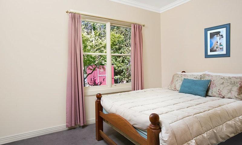 http://assets.boxdice.com.au/duncan_hill_property/listings/1596/7e27ff33.jpg?crop=800x480