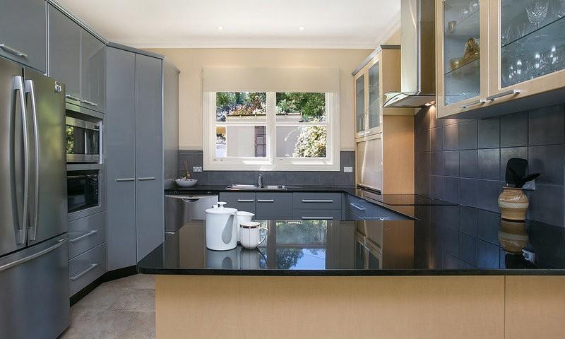 http://assets.boxdice.com.au/duncan_hill_property/listings/1596/914fe1ab.jpg?crop=800x480