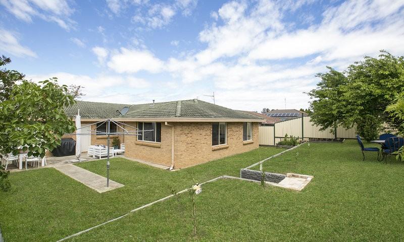 http://assets.boxdice.com.au/duncan_hill_property/listings/1654/859c7d39.jpg?crop=800x480