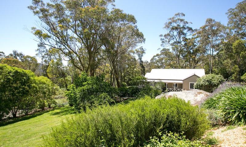http://assets.boxdice.com.au/duncan_hill_property/listings/1676/ec6c09d2.jpg?crop=800x480