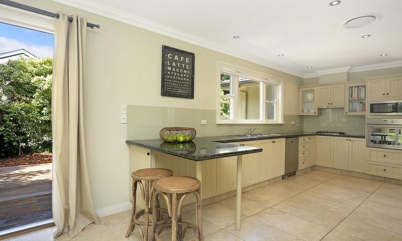 http://assets.boxdice.com.au/duncan_hill_property/listings/1688/00557047.jpg?crop=800x480