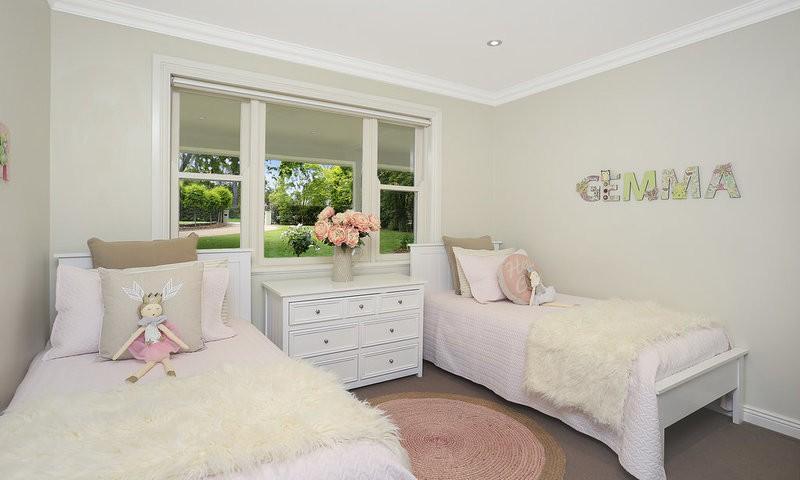 http://assets.boxdice.com.au/duncan_hill_property/listings/1688/a17de90f.jpg?crop=800x480