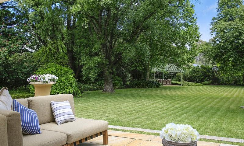 http://assets.boxdice.com.au/duncan_hill_property/listings/1688/f11de436.jpg?crop=800x480