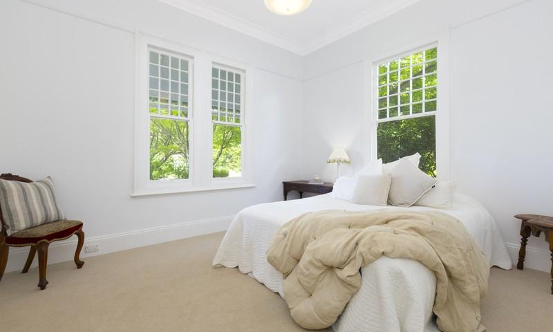 http://assets.boxdice.com.au/duncan_hill_property/listings/1697/e21eba7a.jpg?crop=800x480