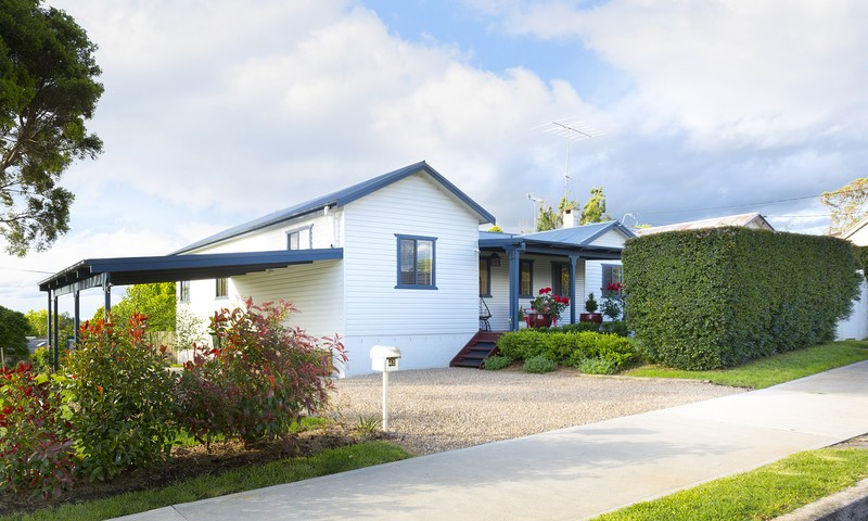 http://assets.boxdice.com.au/duncan_hill_property/listings/1743/3c586d54.jpg?crop=800x480