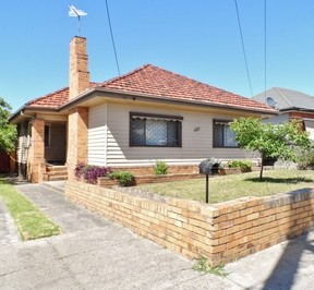 http://assets.boxdice.com.au/haughton_stotts/rental_listings/270/2869e0bd.jpg?crop=288x266