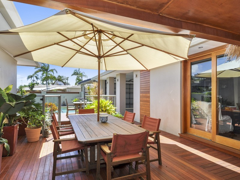 40 Kalimna Drive, Broadbeach Waters Residential House