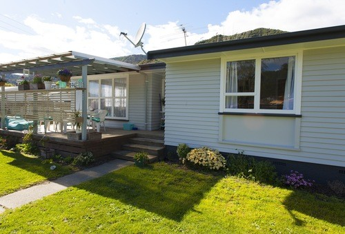 16 Wairau Road, Picton