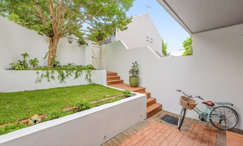 http://assets.boxdice.com.au/oz_combined_realty/rental_listings/16/35d91830.jpg?crop=800x480
