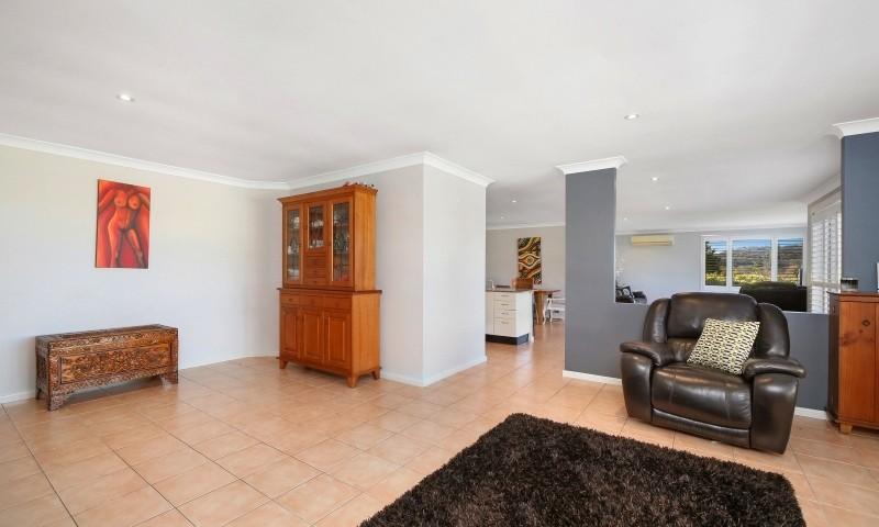 http://assets.boxdice.com.au/residential_hq_central_coast/listings/161/699f87e8.jpg?crop=800x480