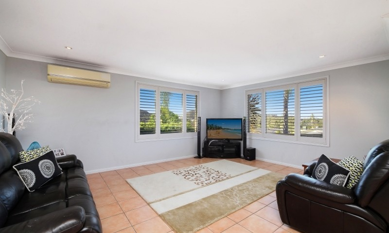 http://assets.boxdice.com.au/residential_hq_central_coast/listings/161/f3ffdb4d.jpg?crop=800x480