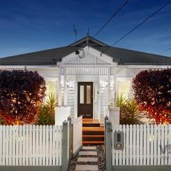 http://assets.boxdice.com.au/village_real_estate/listings/1187/0f8caacb.jpg?crop=250x250