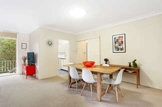 Sunlit boutique apartment  spacious layout & leafy surrounds