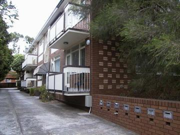 https://assets.boxdice.com.au/domainandco/attachments/11e/5c4/42_disraeli_street_kew_vic_3101_real_estate_photo_1_large_190665.jpg?e48072f9783036aa8835ae0957c5a925