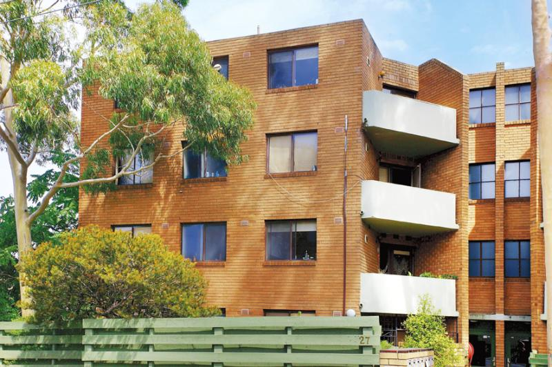 https://assets.boxdice.com.au/domainandco/attachments/19b/a80/27_brougham_street_kew_vic_3101_real_estate_photo_1_large_707335.jpg?9a9a4c7fb8ba7a248b70fa001c2d0cda