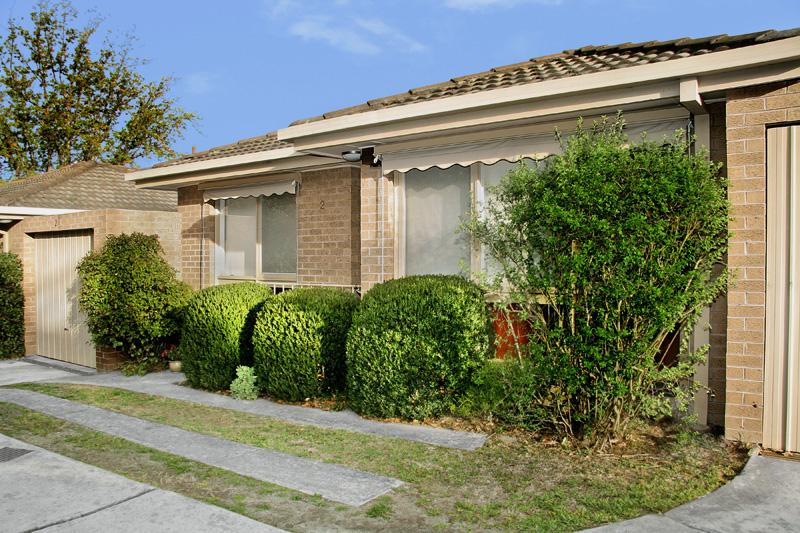 https://assets.boxdice.com.au/domainandco/attachments/2aa/037/39_victoria_crescent_mont_albert_vic_3127_real_estate_photo_1_large_935061.jpg?22cd8b57a6012cafb92ea0c732fb17a8