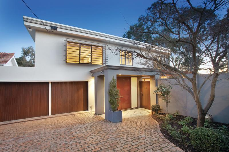 https://assets.boxdice.com.au/domainandco/attachments/30a/175/46a_kinkora_road_hawthorn_vic_3122_real_estate_photo_1_large_6751981.jpg?e701dfbae842044f532c590bb9961a16