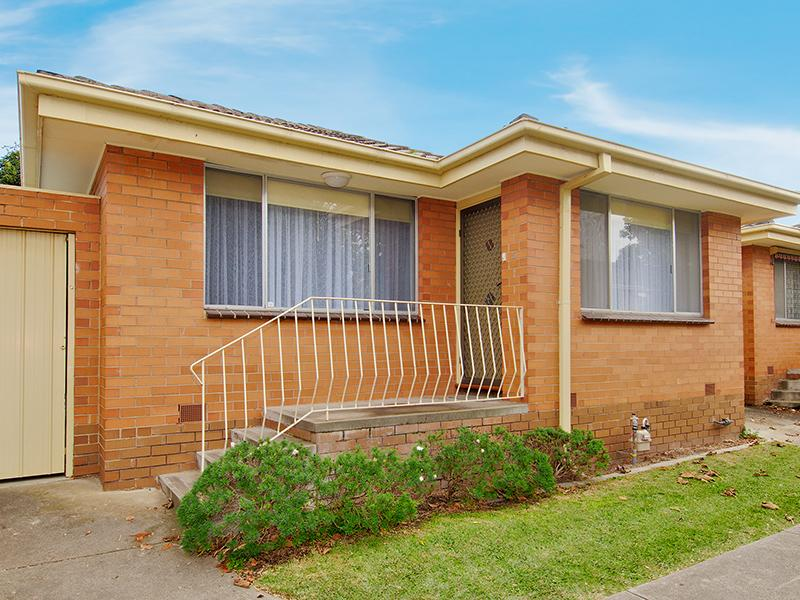 https://assets.boxdice.com.au/domainandco/attachments/362/ecd/14_braemar_street_essendon_vic_3040_real_estate_photo_1_large_1675782.jpg?4b0b3a60e195268f0b0fcbdc49cefbfc