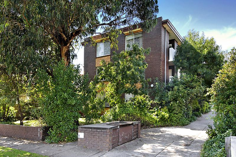https://assets.boxdice.com.au/domainandco/attachments/5a4/b15/20_learmonth_street_moonee_ponds_vic_3039_real_estate_photo_1_large_2504515.jpg?7e95f6dc6646c240ede78e3b602b5f75