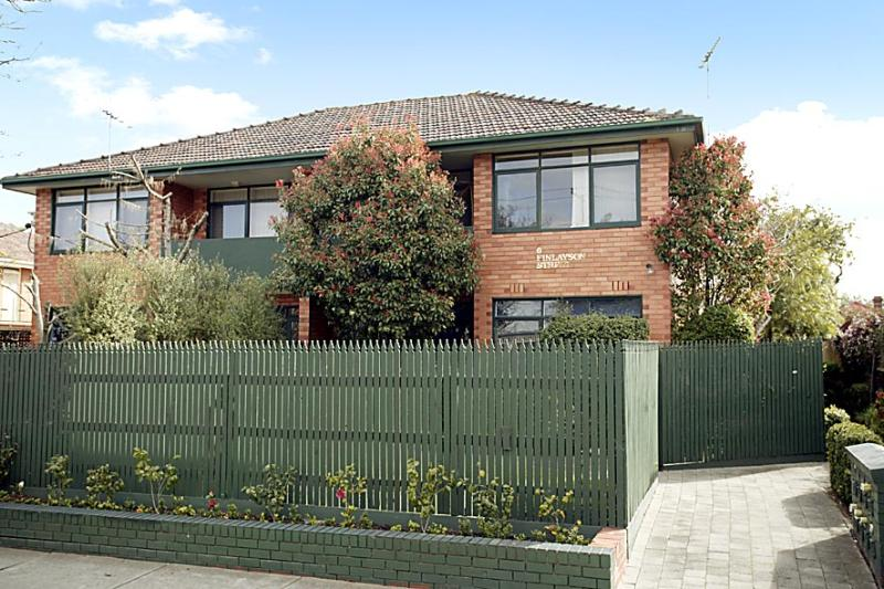 https://assets.boxdice.com.au/domainandco/attachments/638/3c0/6_finlayson_street_malvern_vic_3144_real_estate_photo_1_large_461835.jpg?ea33a65f8cecbaab15cf1e1553a18e4a
