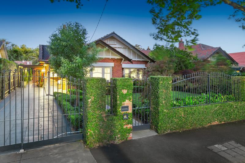 https://assets.boxdice.com.au/domainandco/attachments/947/1e5/12_belson_street_malvern_east_vic_3145_real_estate_photo_1_large_9746267.jpg?f498977f9ec8c37b3bfb19c4287b4fbf