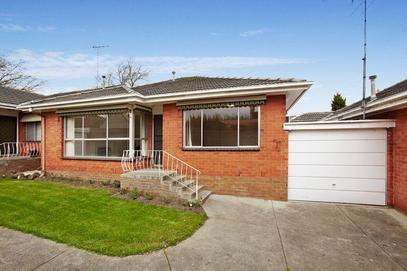 https://assets.boxdice.com.au/domainandco/attachments/9ea/e35/28_northcote_avenue_balwyn_vic_3103_real_estate_photo_1_large_4437481.jpg?24e659689a472caf1a7975b41c842592