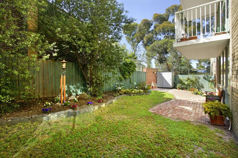 https://assets.boxdice.com.au/domainandco/attachments/a21/06c/11_13_oshaughnessy_street_kew_vic_3101_real_estate_photo_5_large_844149.jpg?77e17c546412ba94d31796ed341c8488