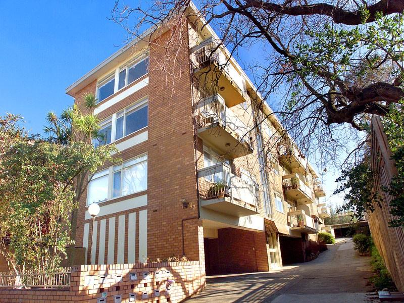 https://assets.boxdice.com.au/domainandco/attachments/a50/c3b/43_derby_street_kew_vic_3101_real_estate_photo_4_large_430527.jpg?85499f3b765e5b1c6c44d03539d09299